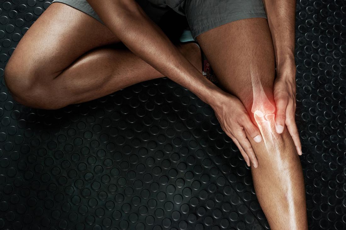 Човек с болка в коляното