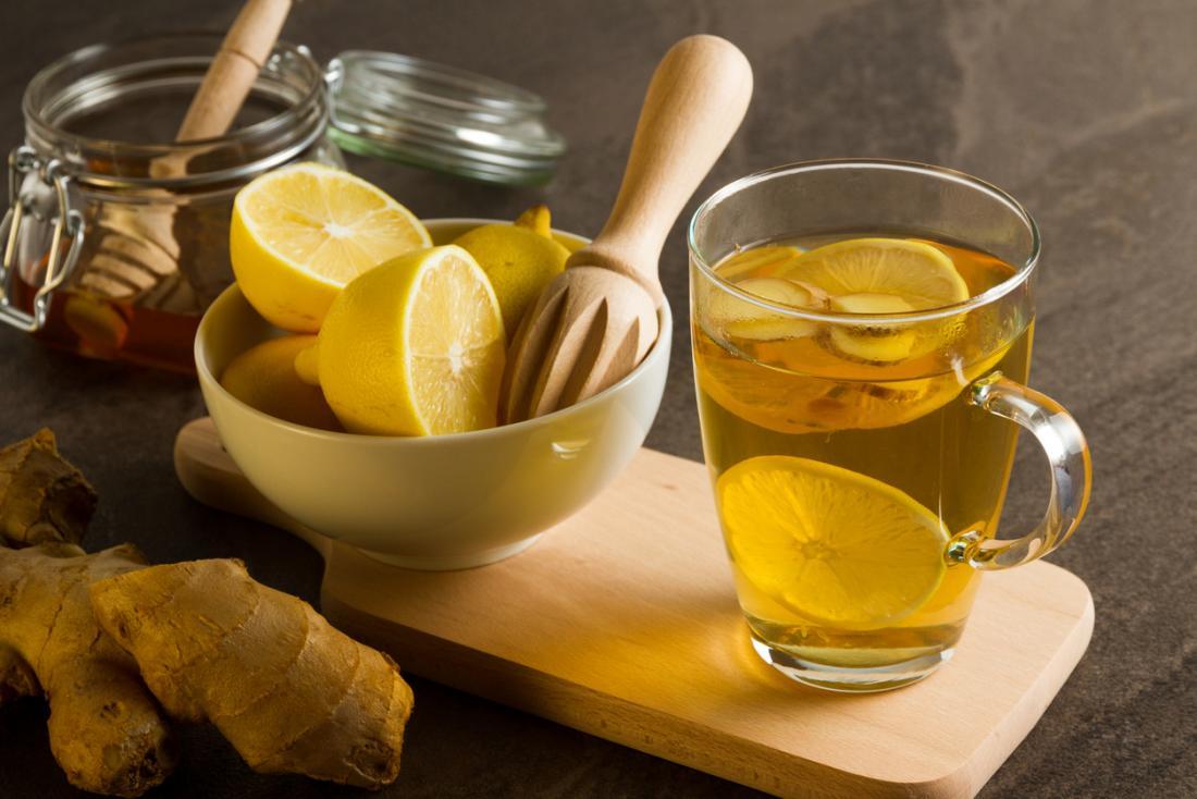 Bal ve zencefil ile sıcak limon içmek