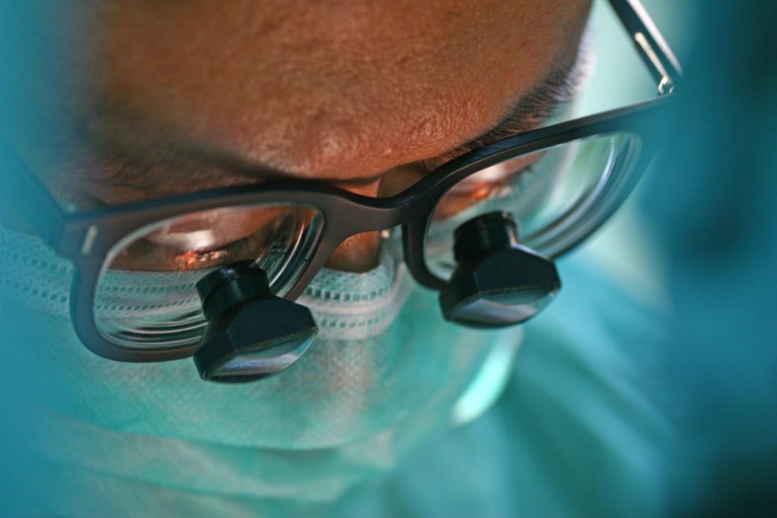 Nahaufnahme eines Chirurgengesichts