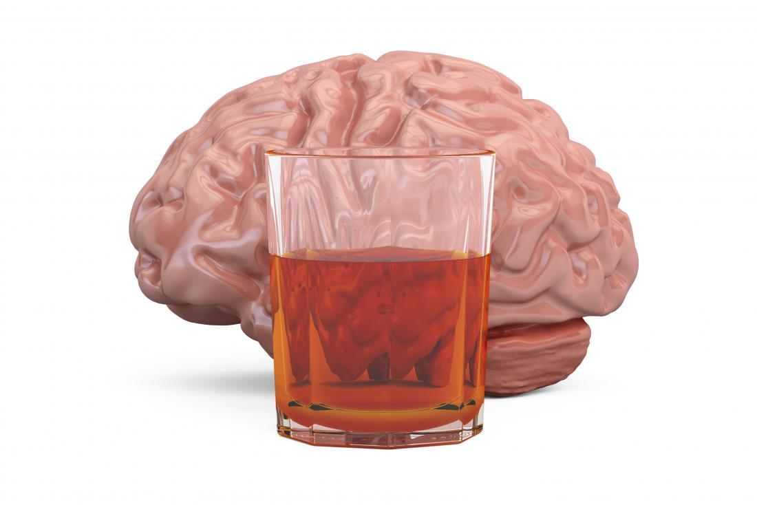 Le cerveau humain et un verre de whisky