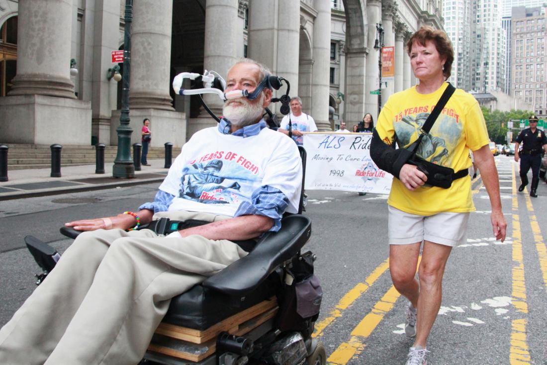 Equipamentos adaptativos podem permitir que pessoas com ALS mantenham a mobilidade.