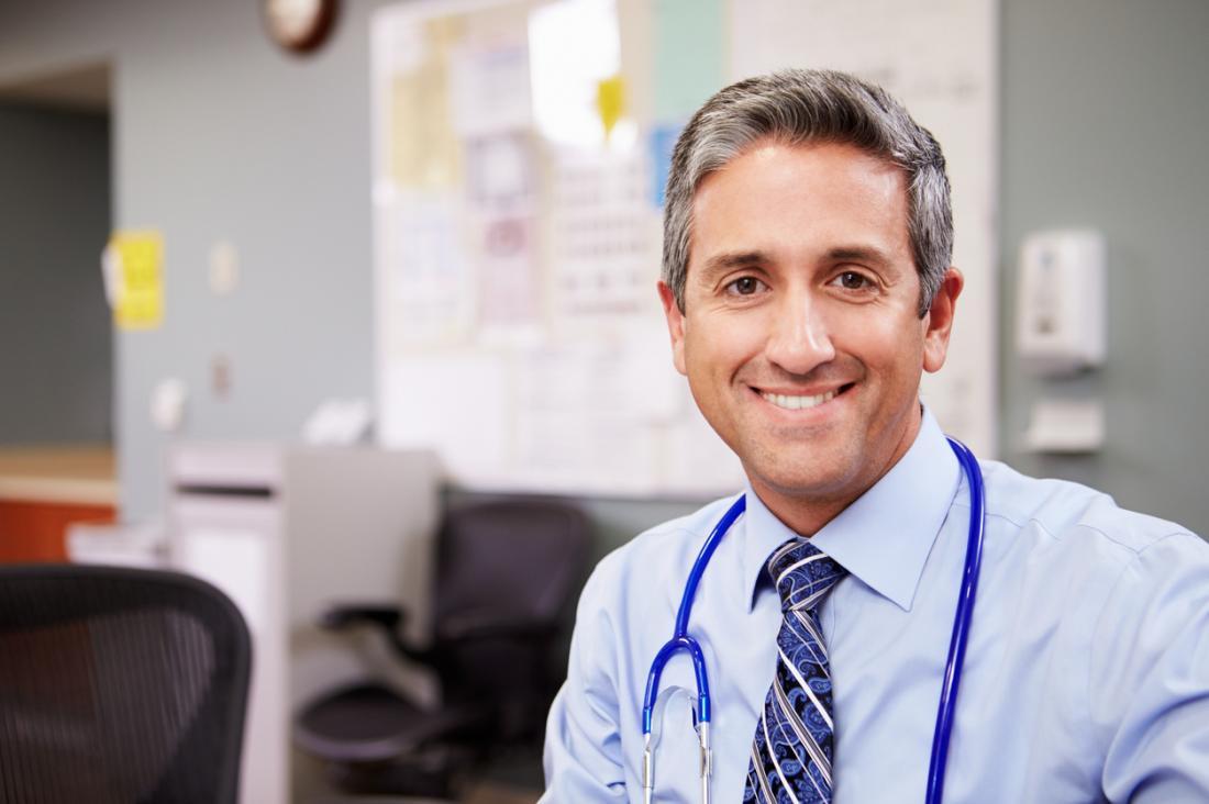 Médico masculino.