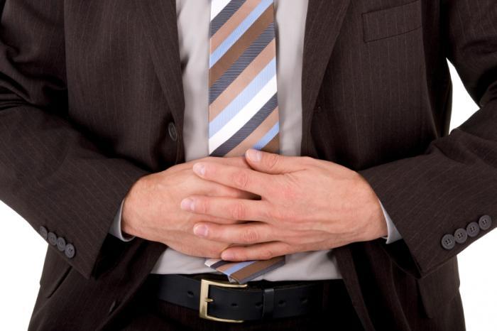 Човек със стомашни спазми