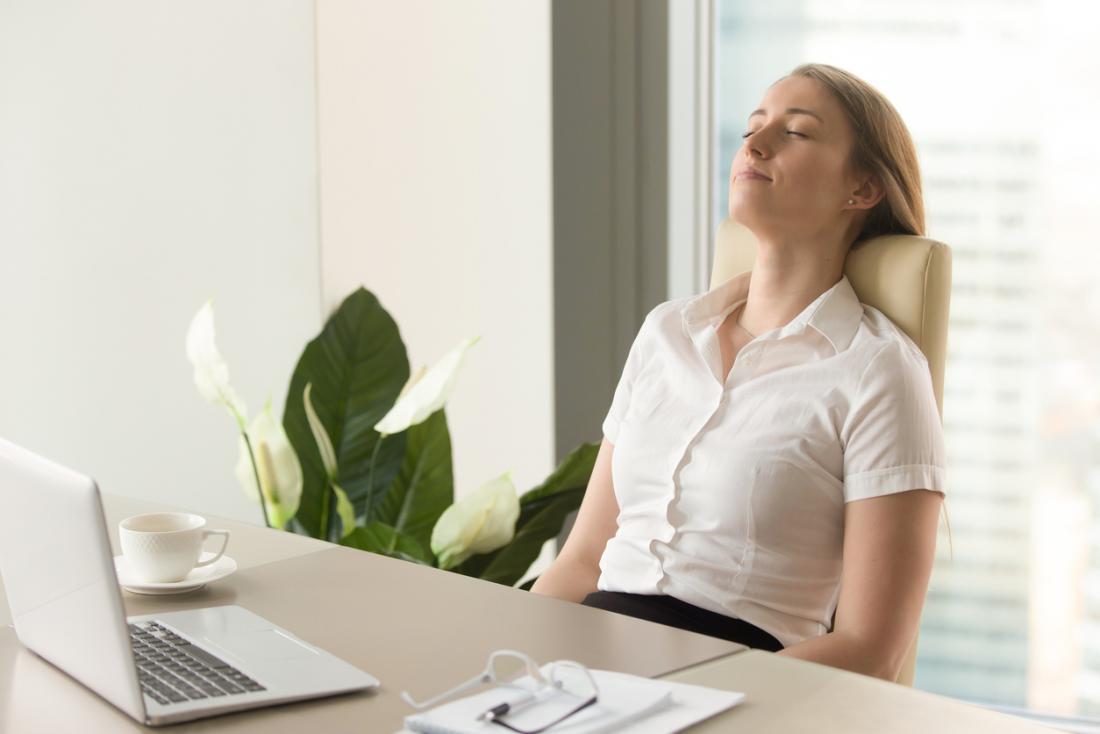 mất năm phút để hít thở sâu trong công việc