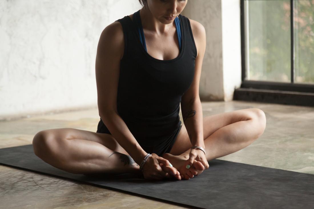 座ったバタフライストレッチは、股関節屈筋に役立ちます