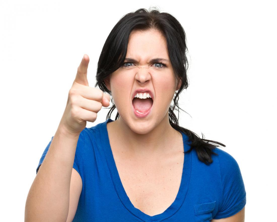 Onun parmak işaret kızgın genç kadın
