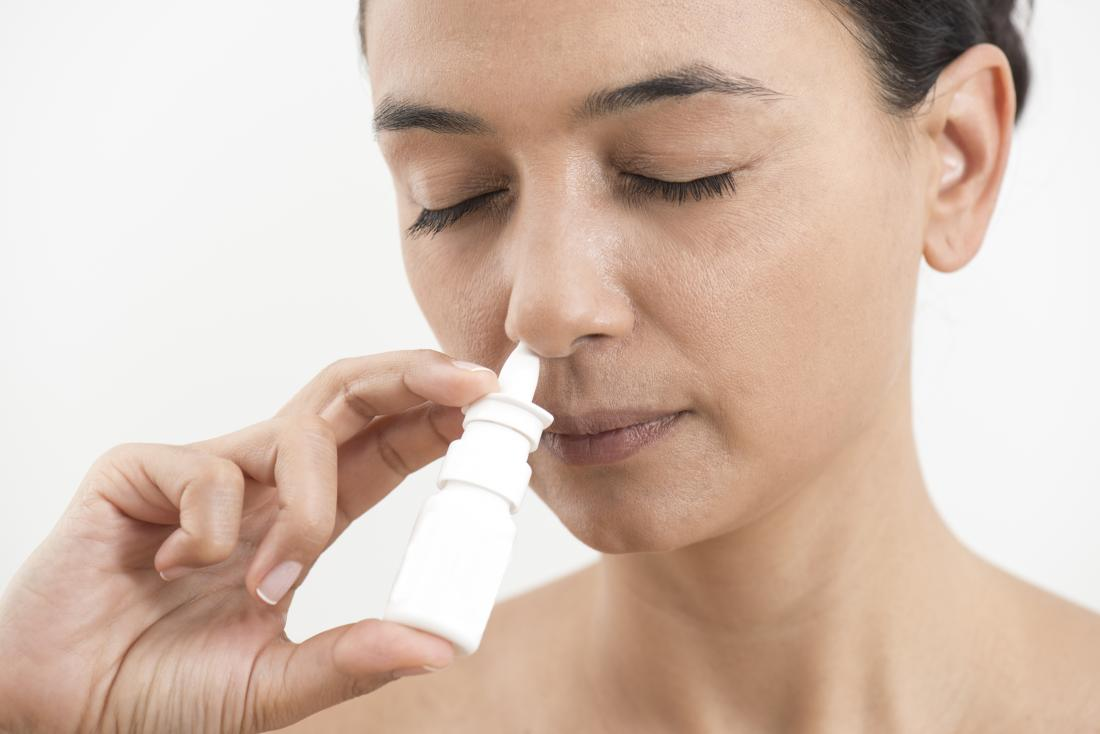 Utilizzando uno spray nasale può aiutare ad alleviare i sintomi di una sinusite.