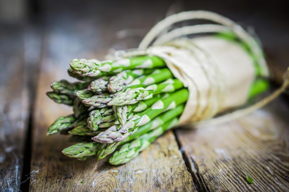 fascio di asparagi