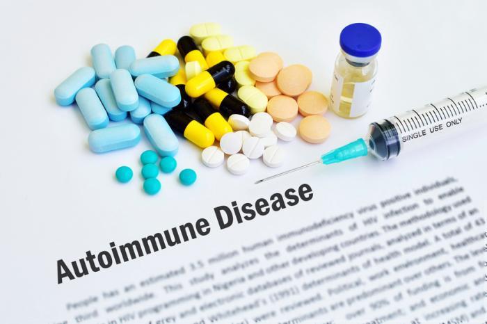 丸薬とシリンジのある自己免疫疾患。
