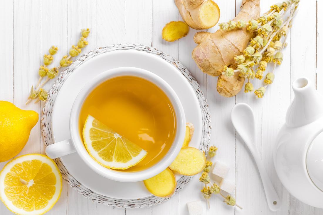 Acqua calda al limone