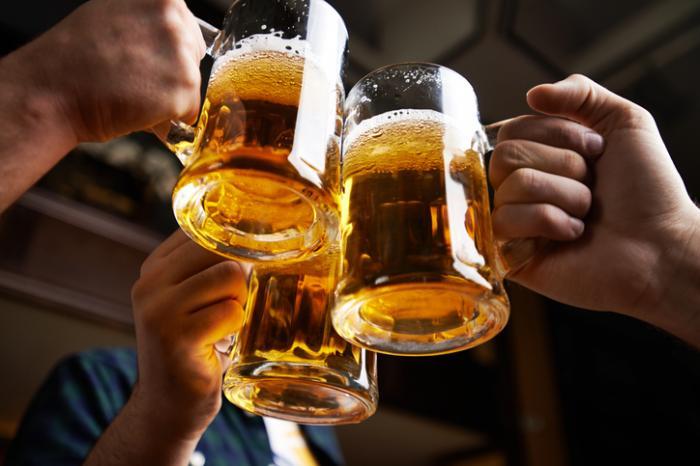 Chúc mừng với bia