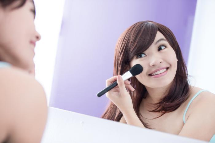 [mulher e maquiagem - imagem corporal]