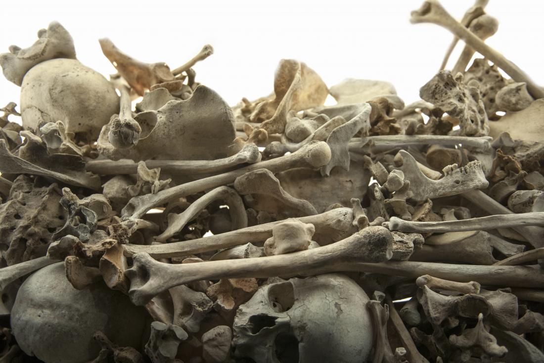 Ossos no cemitério