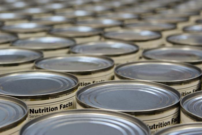 [Il botulismo può prosperare in cibo in scatola impropriamente]