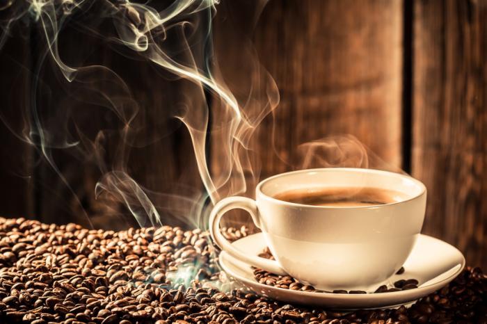 [Kaffee und Bohnen]