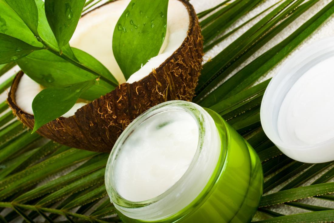 [Olej kokosowy i kokosowy w słoiku]