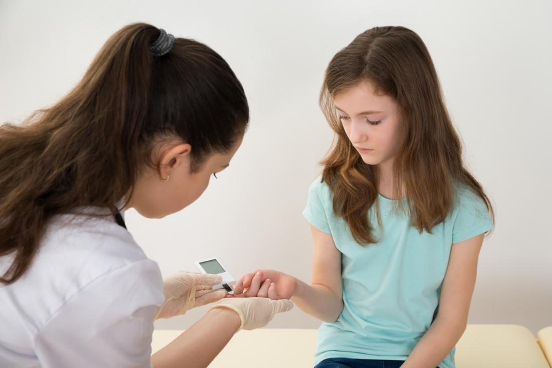 [Mädchen wird auf Typ-1-Diabetes getestet]