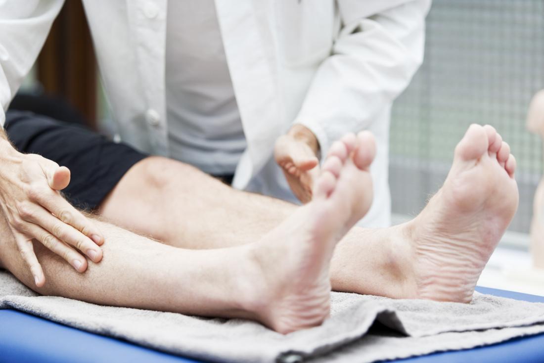 пациентът се изследва за диабетна невропатия