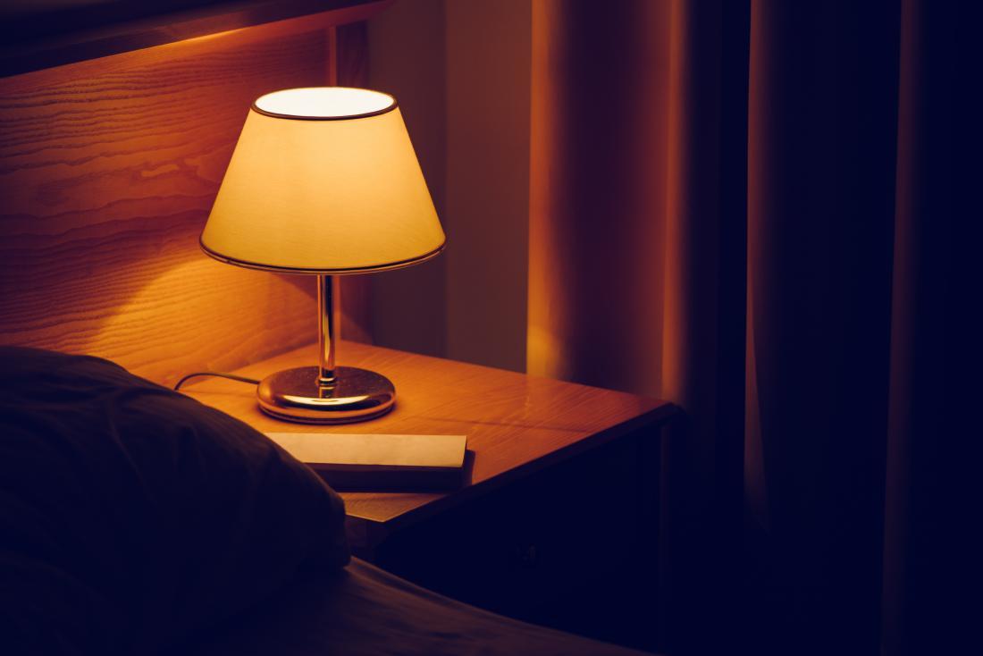 lâmpada na cabeceira