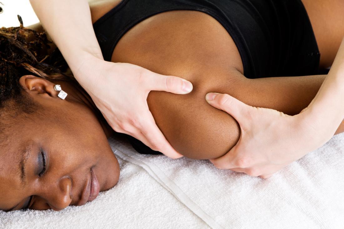 [jovem recebendo uma massagem]