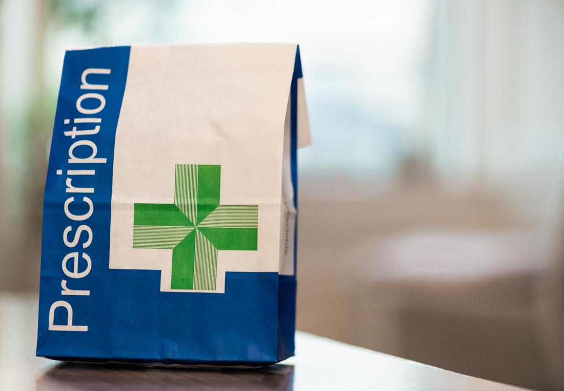Verschreibungspflichtige Medikamente in einer Rezept-Tasche