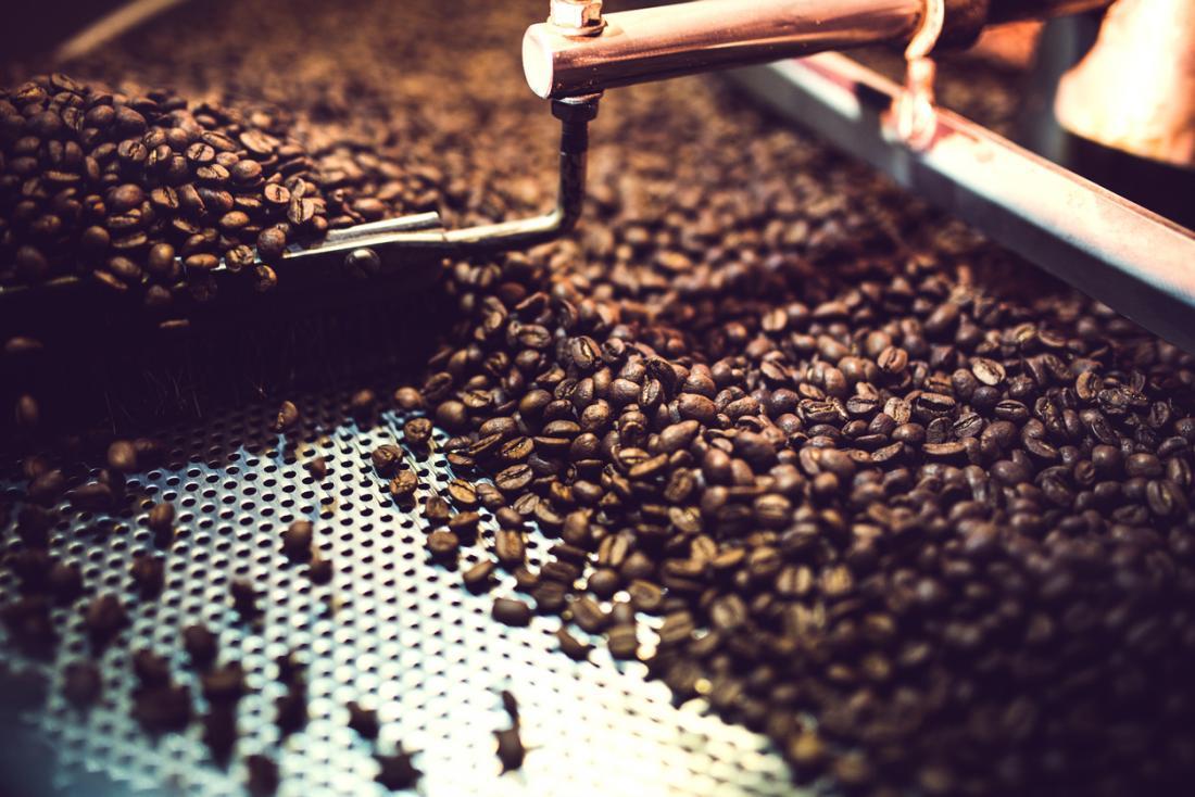 кафе на зърна се пече