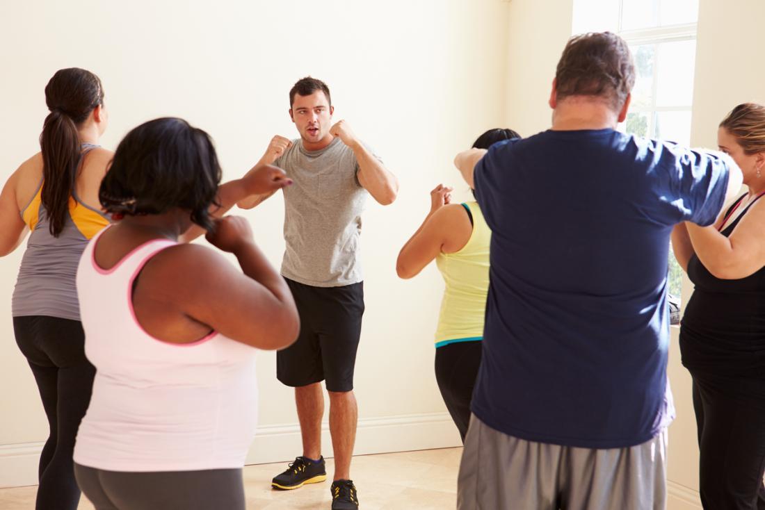 Grupa wsparcia utraty wagi jest prowadzona w ćwiczeniach.