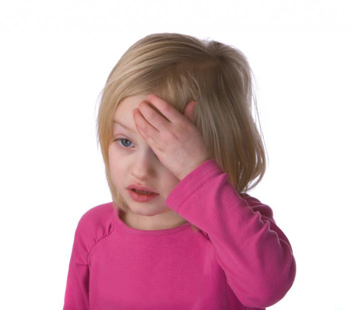 [Bambino con mal di testa]