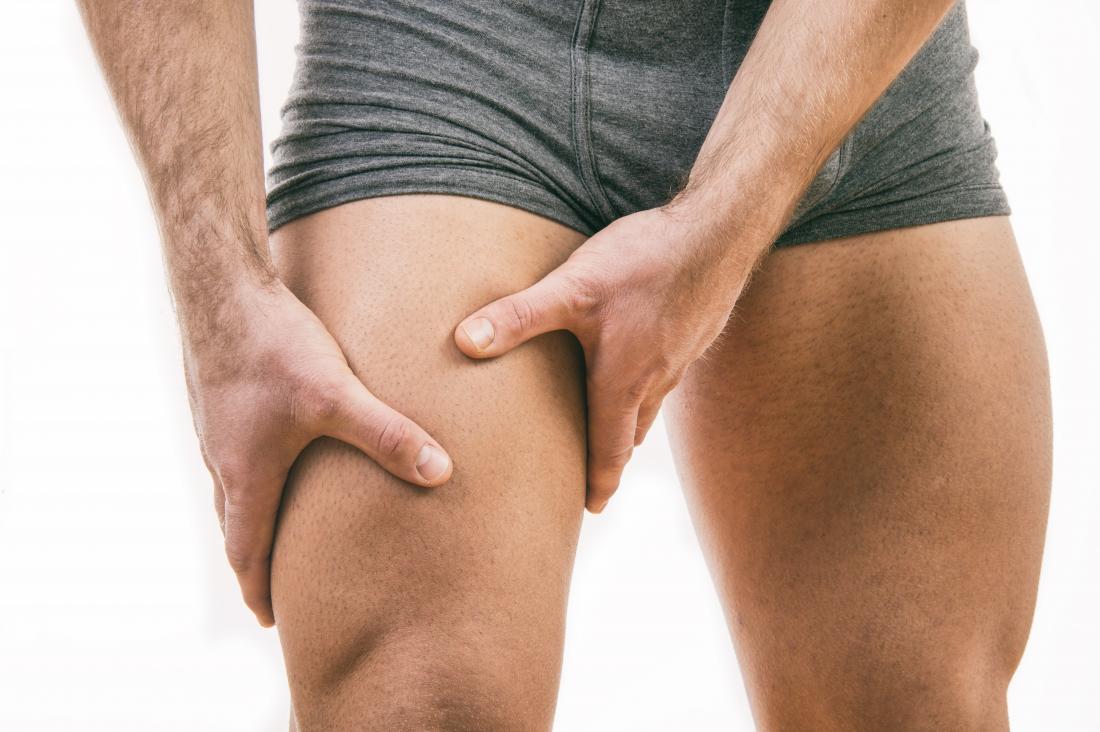 Homem musculoso com dor na coxa interna.