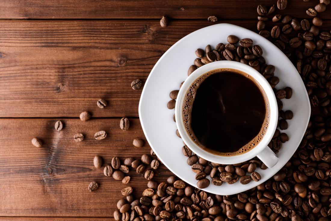 filiżankę kawy i ziarna kawy