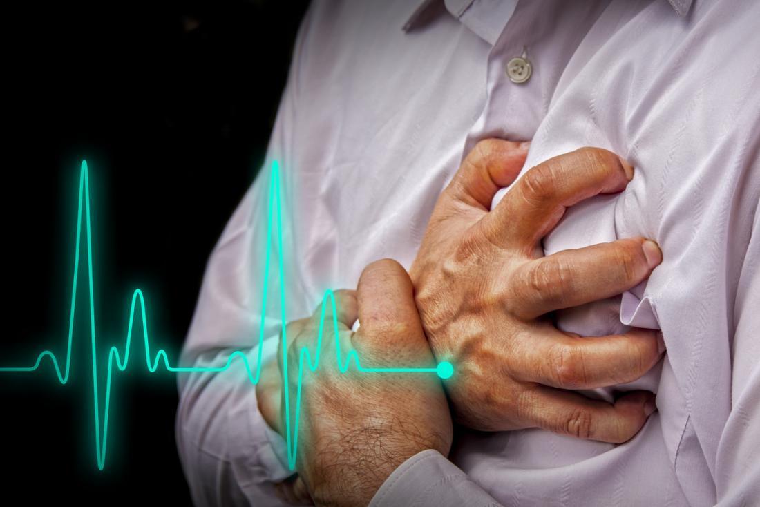 Mann erlebt einen Herzinfarkt