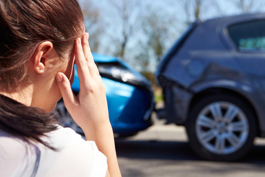 Mulher após acidente de carro que tem transtorno de conversão