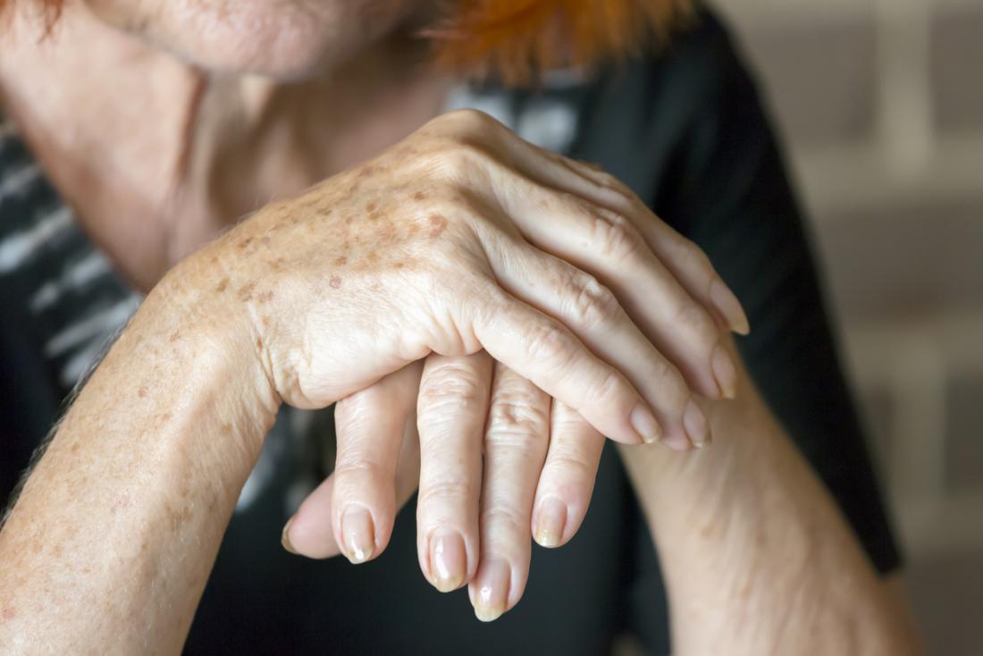 les mains de la vieille femme