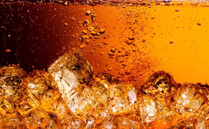 コーラと氷