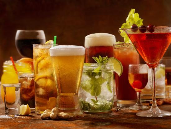 Изображение на разнообразие от алкохолни напитки.