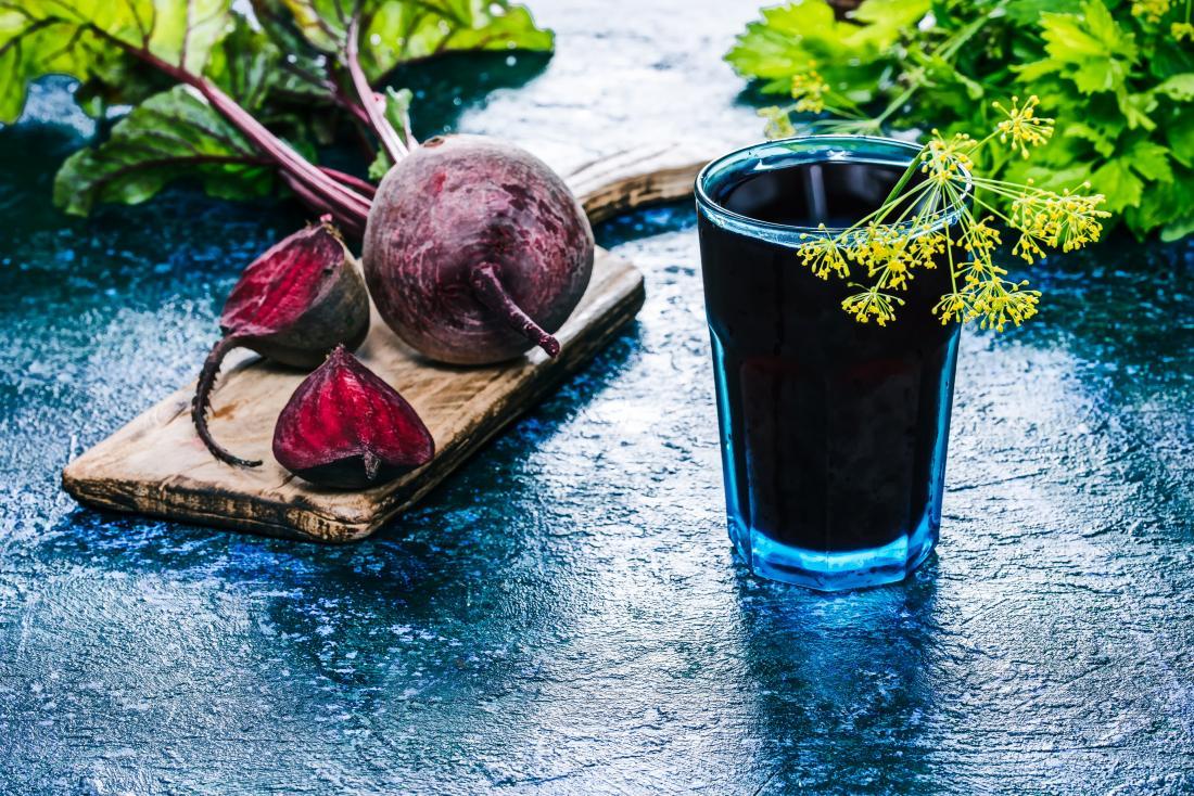 củ cải đường và nước trái cây