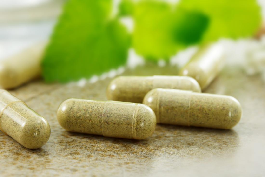 Uzupełniający lek ziołowy w kapsułkach pigułkowych.
