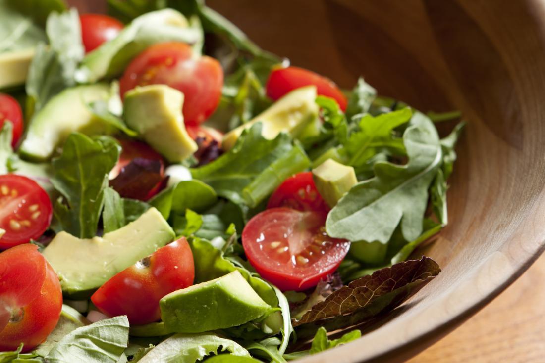 avokado ve domates salatası