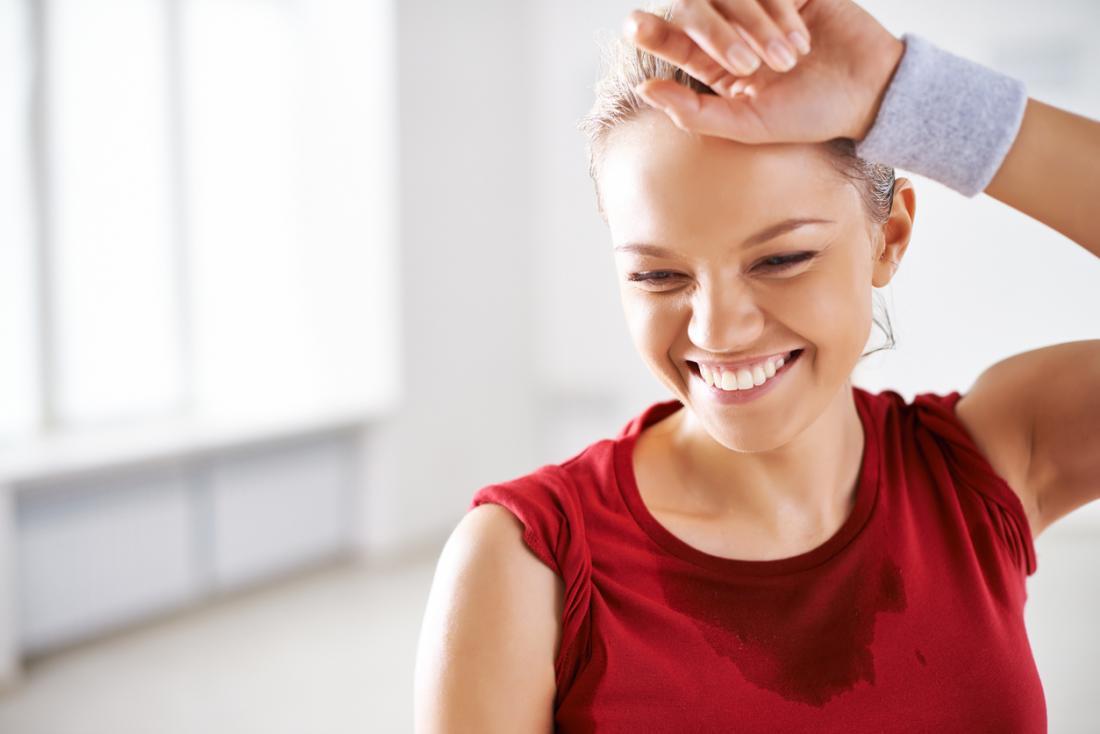 một người phụ nữ hạnh phúc sau khi tập luyện