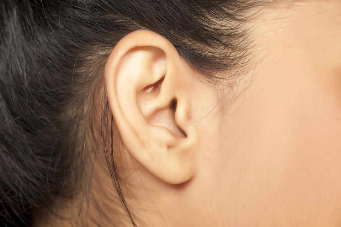Nahaufnahme eines weiblichen Ohres