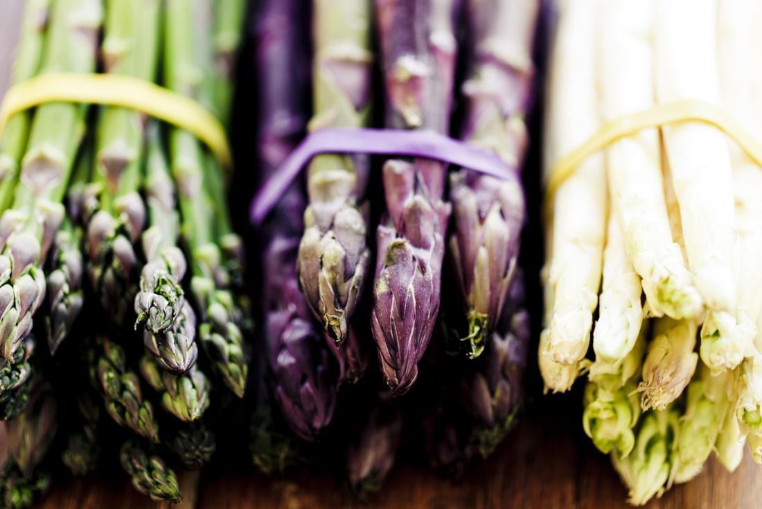 アスパラガスは栄養素が豊富で準備が簡単な野菜です。