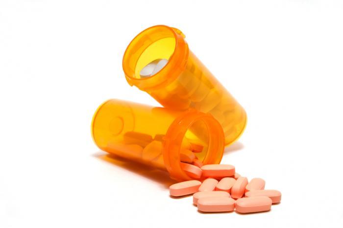Drogues dans deux récipients différents.