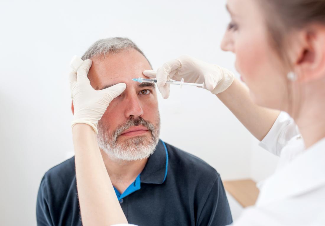Trattamento di iniezione di Botox per mal di testa.