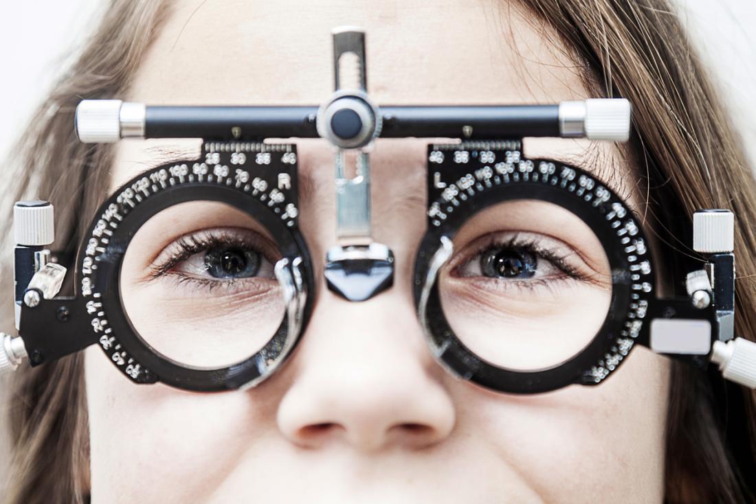 Тест за очи за младо момиче