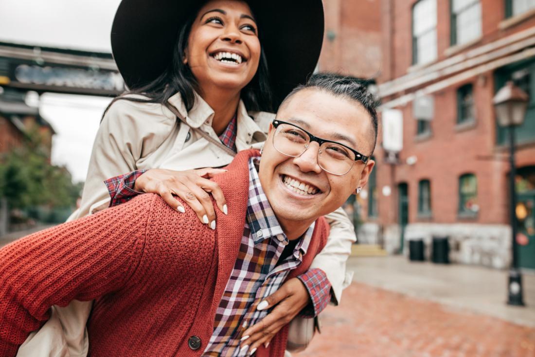 Giovane coppia felice