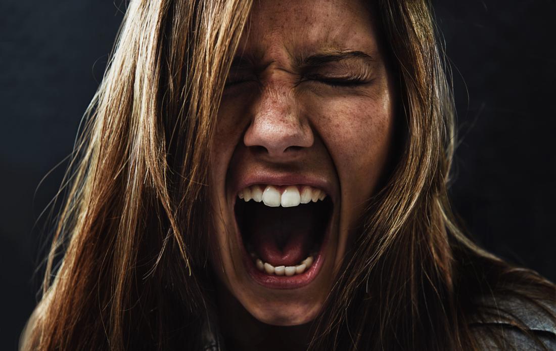 恐怖顔の女性