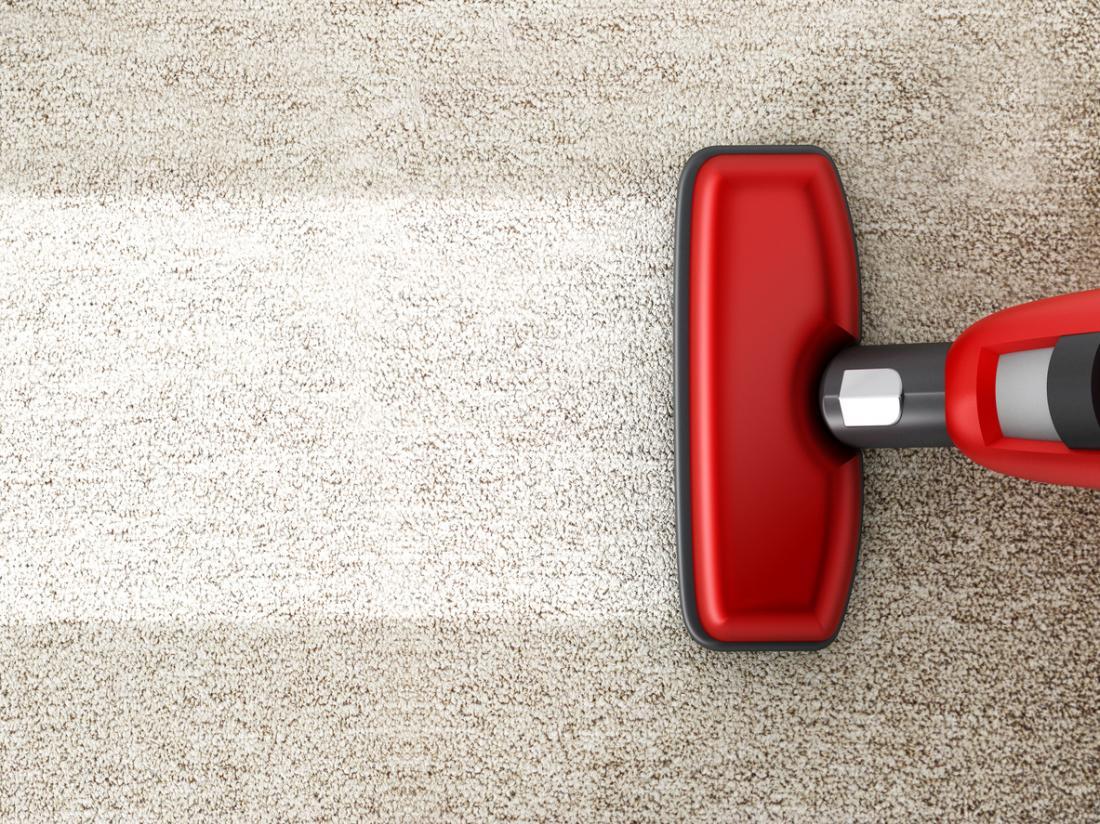 aspirador de limpeza de um tapete