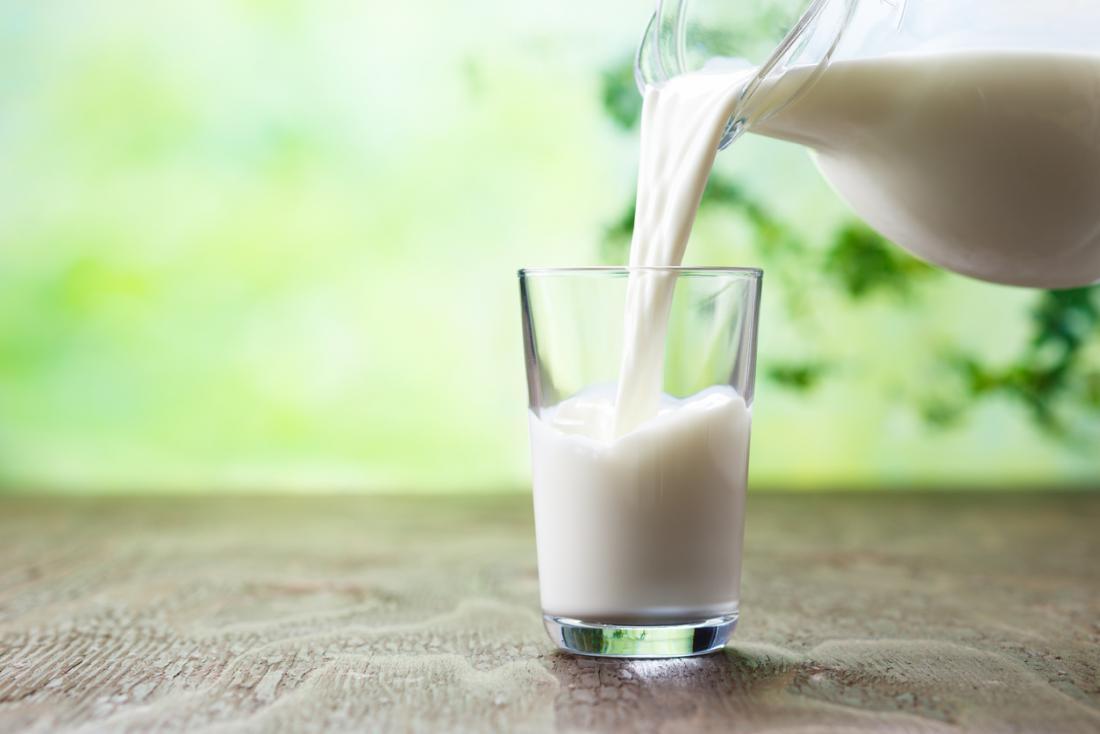 leite sendo derramado