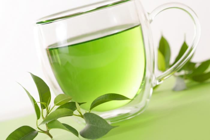 chá verde em um copo