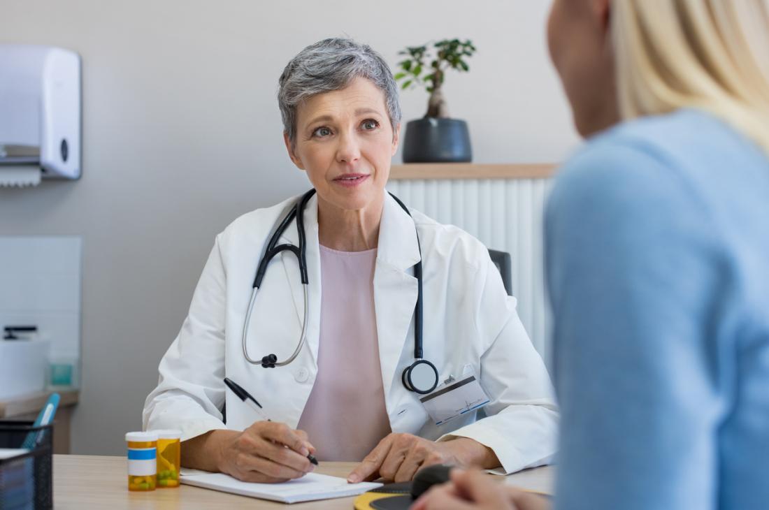 Bác sĩ phụ khoa chuyên về các vấn đề sức khỏe phụ nữ.